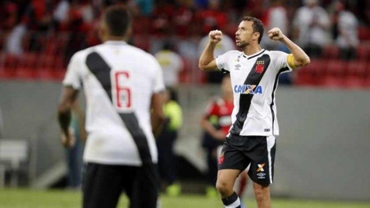 38º - Flamengo 2x2 Vasco - Carioca 2017 - Sob forte chuva no no Mané Garrincha, Nenê marcou de pênalti diante do rival