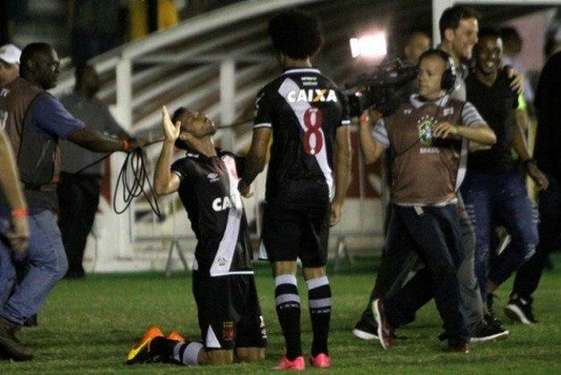 39º - Vasco 3x2 Fluminense - Carioca 2017 - Na abertura da terceira rodada, a equipe jogou bem e derrotou o rival.  No último lance do jogo, Nenê recebeu passe na área e chutou cruzado