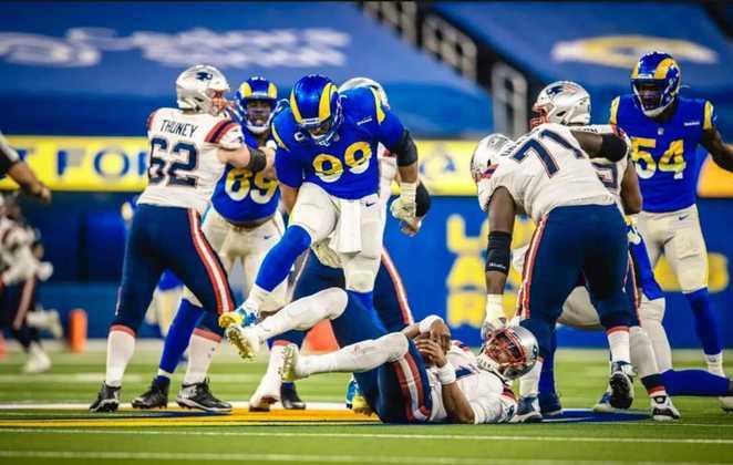 4º Aaron Donald (Los Angeles Rams): O dominante defensor merece a consideração na quarta colocação. Além dos números surreais, Donald obriga qualquer ataque planejar o jogo para contê-lo.