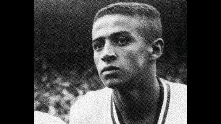 4 - Altair (1956 - 1970) - 551 jogos com a camisa do Fluminense.