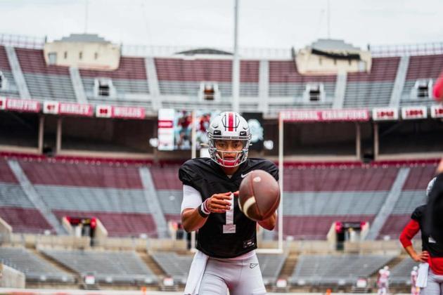 4ª Atlanta Falcons - Justin Fields (QB - Ohio State): Difícil prever o que os Falcons planejam para o futuro. Mas um cenário de trade down é bem possível, Podendo escolher aqui, vale tentar encontrar o QB do futuro.