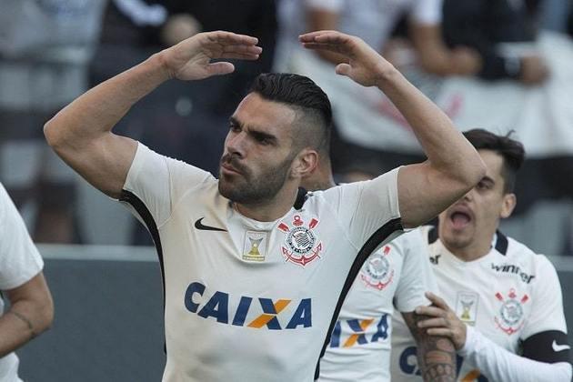 4) Bruno Henrique - 2 gols - marcou um dos gols na história goleada por 6 a 1 na 36ª rodada do Brasileirão-2015 (22/11/2015) e outro no empate em 1 a 1 na 15ª rodada do Brasileirão-2016 (17/7/2016).