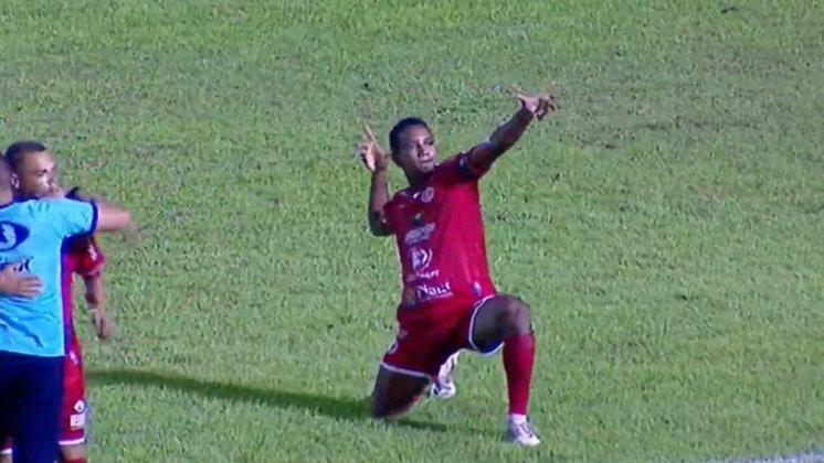 4 DE JULHO - Sobe: Bola aérea e confiança - O time da casa fez seus três gols em jogadas de bola aérea, nas quais proporcionou muito perigo para a equipe do São Paulo. Outro fator que chamou a atenção foi a confiança da equipe, que partiu para cima do Tricolor e não se fechou na defesa. / Desce: Bolas nas costas da zaga - O time sofreu dois gols em jogadas de infiltração, tomando passes nas costas da defesa. O primeiro gol contou com a infiltração de Eder e, no segundo, Welington infiltrou pela esquerda e Eder, de novo, superou os marcadores para receber a bola e marcar.