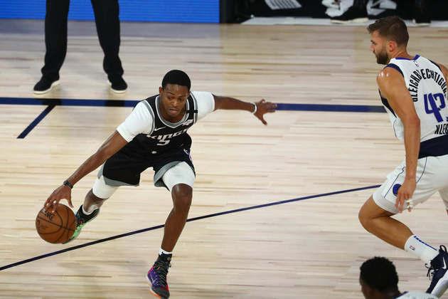 4- De'Aaron Fox (Sacramento Kings): 28 pontos, nove assistências. O Kings vendeu caro o resultado diante do Dallas Mavericks. Ainda que não tenha vencido nenhum dos três jogos disputados na Flórida, a equipe californiana foi competitiva e levou a partida para a prorrogação. Fox tentou de tudo, em vão, entretanto