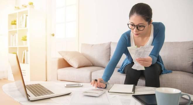 4 dicas para se planejar sem complicações e economizar durante a crise financeira