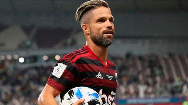 4 – Diego Ribas, meio-campista do Flamengo, é seguido por 4,2 milhões de pessoas na rede social.