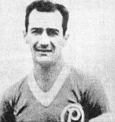 4 - Dois jogadores estrangeiros estão empatados com 85 triunfos cada. Um deles é o meia uruguaio Villadoniga, que atuou entre 1942 e 1946.