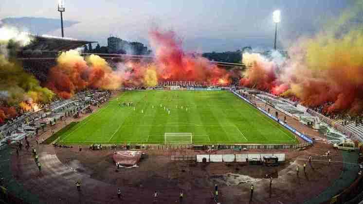 4 - Estádio Rajko-Mitic - Estrela Vermelha (Sérvia)