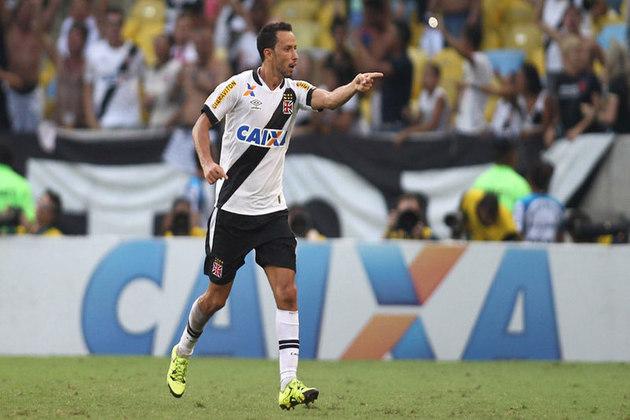 4º - Flamengo 1x2 Vasco - Brasileirão 2015 - De pênalti, o meio-campista marcou o seu primeiro gol diante do rival, em um clássico carioca