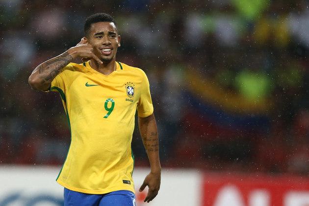 4) Gabriel Jesus: muito questionado, o jogador do Manchester City soma um total de 38 jogos e 18 gols com a camisa 9 do Brasil. Apesar de ter marcado um dos gols na final da Copa América de 2019, ele acabou expulso e foi banido por dois meses da Seleção.