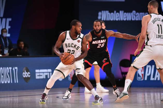4- Khris Middleton (Milwaukee Bucks): 33 pontos, oito assistências, seis rebotes, cinco em seis nos arremessos de três pontos. Middleton está muito próximo de terminar a temporada com o raro 50-40-90. Ele acerta, no momento, 49.7% dos arremessos, 41.7% em três pontos e 91.6% em lances livres
