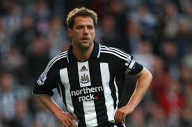 4º - Na quarta posição aparece o ex-atacante Michael Owen. Ídolo do Liverpool, ele chegou ao Newcastle em 2005 com grandes expectativas. Porém o jogador marcou 30 gols em 76 jogos, sofrendo com lesões no clube