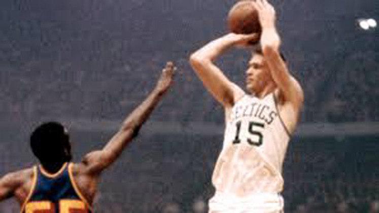 4- Tom Heinsohn (oito títulos): Calouro do ano em 1957, seis vezes selecionado para o jogo das estrelas e integrante do Hall da Fama. Heinsohn teve sua camisa (15) eternizada pela franquia de Boston.