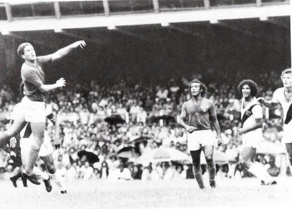 4 - Vasco 1 x 1 Cruzeiro: após ser campeão brasileiro em 1974 em cima do Cruzeiro, o Vasco voltou a duelar com a equipe mineira no ano seguinte, porém, pela Libertadores. Assim, na estreia vascaína na competição, o jogo truncado terminou em igualdade de 1 a 1.