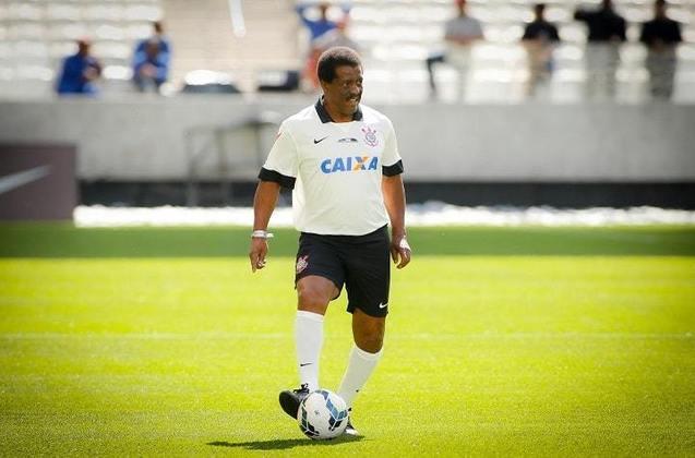 4) Zé Maria - lateral-direito - uma passagem: 1970 a 1983 - 598 jogos