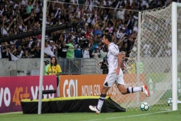 42º - Vasco 1x0 Botafogo - Brasileirão 2017 - Em mais um clássico, Nenê garantiu a vitória sobre o Glorioso com um bonito chute de fora da área