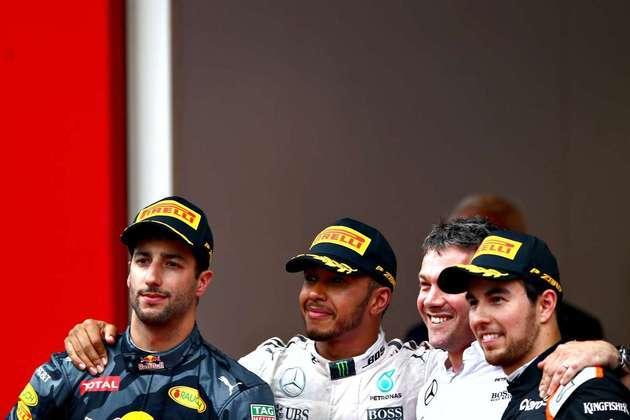 44 - Após uma sequência de vitória de Nico Rosberg, Lewis Hamilton só voltou a vencer no GP de Mônaco de 2016