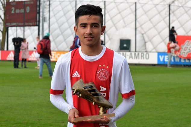 47º - Naci Unuvar - O atacante holandês se tornou o mais novo a marcar um gol pelo Ajax, justamente pela Copa da Holanda, com apenas 16 anos. O jovem já foi sondado pelo Barcelona.