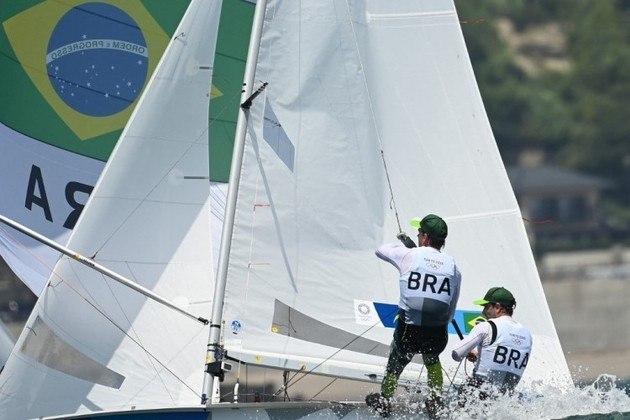 470 MASCULINO - Henrique Haddad e Bruno Amorim, disputaram duas regatas neste domingo, com a 12ª e 17ª posições, e estão na 15ª colocação geral, restando duas regatas para definir os classificados para a medal race