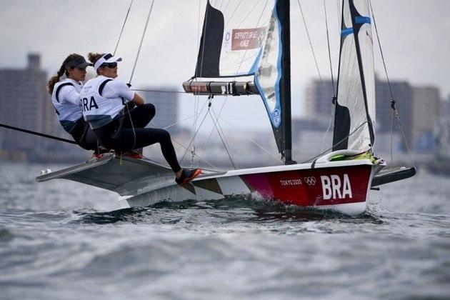 49erFX – As atuais campeãs olímpicas Martine Grael e Kahena Kunze assumiram a liderança na última regata da competição. Nas duas últimas provas, ficaram a 2ª e 10ª posição, e agora só resta a regata das medalhas, que ocorre na madrugada de segunda-feira, para definir o pódio.