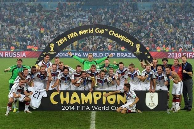 5) Abrindo os cinco primeiros colocados, a tetracampeã Alemanha aparece com 12.975.191 seguidores.
