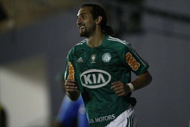 5º - Barcos - argentino - 38 gols em 112 jogos - clubes: Palmeiras, Grêmio e Cruzeiro