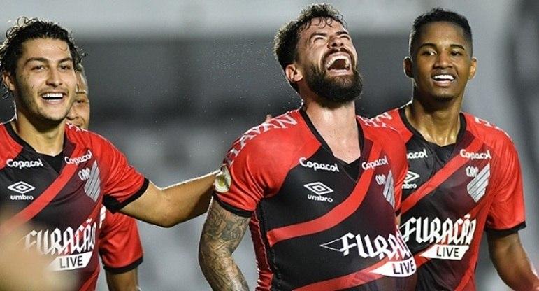 5º colocado – Athletico-PR (20 pontos) – 11 jogos / 6.4% de chances de título; 55.8% para vaga na Libertadores (G6); 1.4% de chances de rebaixamento.