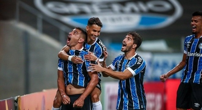 5º colocado – Grêmio (45 pontos/26 jogos): 4% de chances de ser campeão; 86,9% de chances de Libertadores (G6); 0% de chance de rebaixamento.