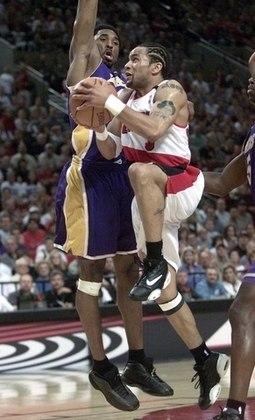 """5 – DAMON STOUDAMIRE (1,78m) – Apelidado de """"Rato Poderoso"""", Stoudamire foi eleito o calouro do ano da liga em 1996, atuando pelo Toronto Raptors. Depois se juntou a Scottie Pippen, Arvydas Sabonis, Steve Smith e Rasheed Wallace, formando o histórico time do Portland Trail Blazers do início dos anos 2000"""