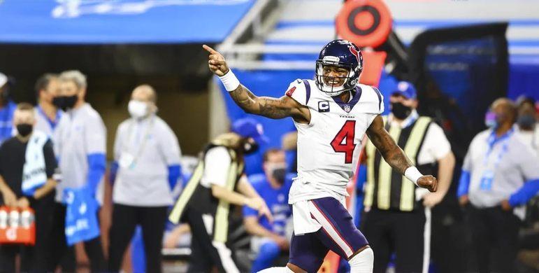 5. Deshaun Watson (Houston Texans): Líder da NFL em jardas aéreas no ano passado, com 4823, além de incríveis 36 TDs totais e apenas sete interceptações, Deshaun Watson poderia estar acima nesta lista, não fossem tantos os problemas envolvendo o jogador nos últimos meses.