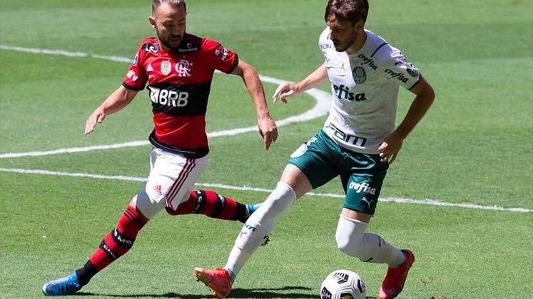 5. Everton Ribeiro - 630 minutos (9 jogos)