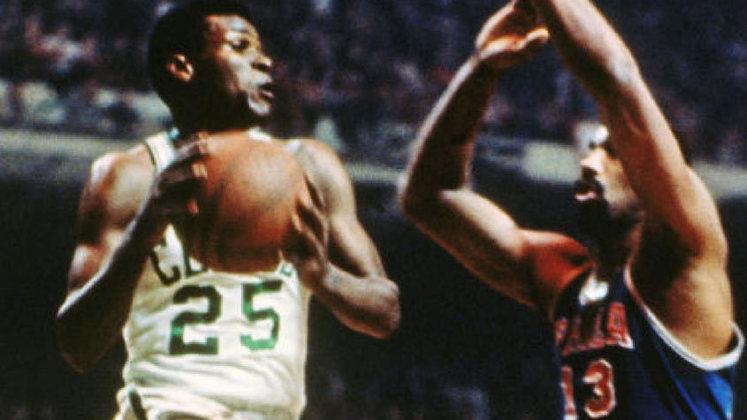 5- K.C. Jones (oito títulos): Mais um nome da geração de ouro do Celtics a ser eleito para o Hall da Fama, K.C. Jones atuou nove temporadas pelo time de Boston e venceu oito títulos. Posteriormente, ainda foi duas vezes campeão da NBA como treinador.
