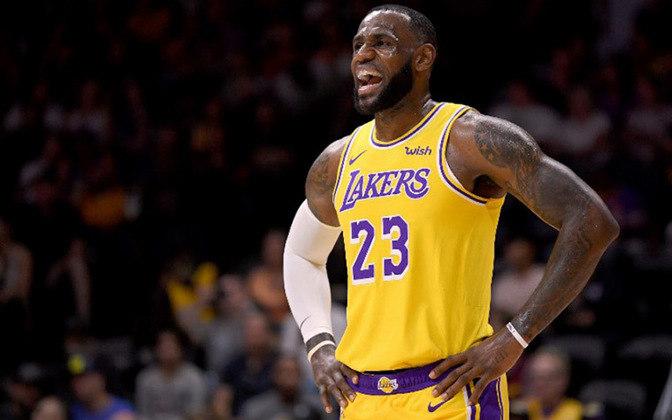 #5 LeBron James- Jogador de basquete - Idade: 36 anos - Ganho total: 96,5 milhões de dólares.
