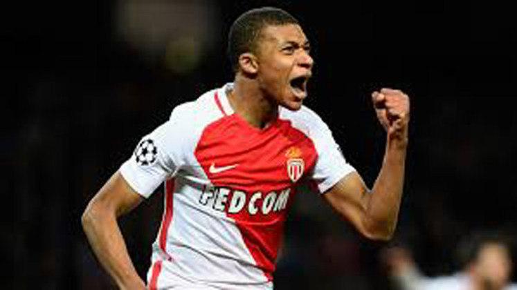 5º – Monaco - O clube francês já arrecadou 959,75 milhões de euros (R$ 6,3 bilhões) em negociações. A ida de Mbappé para o PSG rendeu 145 milhões de euros (R$ 964 milhões, na cotação atual).