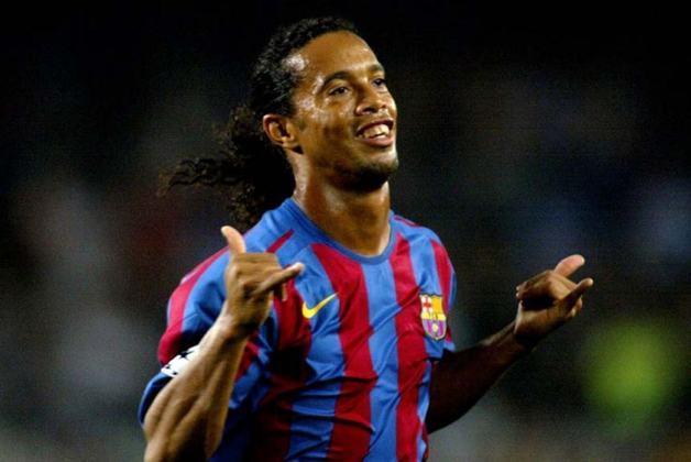 5 - Ronaldinho Gaúcho - País: Brasil - Posição: Meia - Clubes: Grêmio, PSG, Barcelona, Milan, Flamengo, Atlético-MG, Querétaro e Fluminense