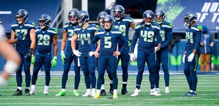 5º Seattle Seahawks (11-4): O setor defensivo cresceu na reta final da temporada e nem parece aquele time que sofreu nas primeiras semanas do ano.