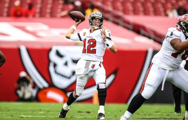 5º Tom Brady - O que um bom ataque não faz? TB12 rejuvenesceu em Tampa Bay.