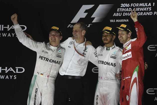53 - Lewis Hamilton venceu o GP de Abu Dhabi de 2016, mas não conseguiu evitar o título de Nico Rosberg. Na corrida, o britânico segurou o ritmo dos rivais para ver se o companheiro de equipe era ultrapassado. Não deu!