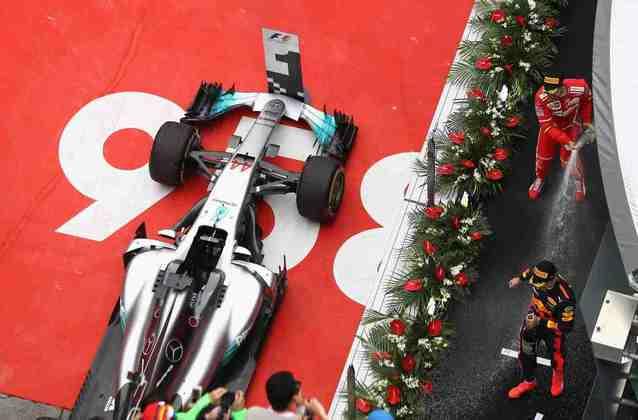 54 - No GP da China de 2017, Lewis Hamilton conquistou mais uma vitória na carreira