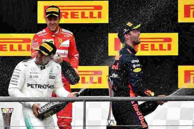 58 - Lewis Hamilton segurou os ataques de Sebastian Vettel nas voltas finais para vencer o GP da Bélgica de 2017