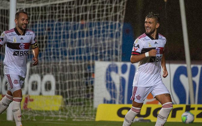 6º: Arrascaeta (Flamengo) - 13 pontos.