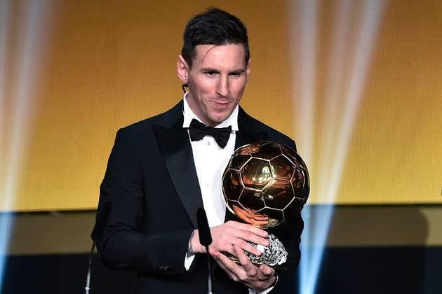 6 BOLAS DE OURO - Obviamente, é difícil não lembrar as seis Bolas de Ouro vencidas pelo gênio do Barcelona. Nos esportes coletivos mais individuais, Messi e Cristiano Ronaldo estão sozinhos no planeta. Com o