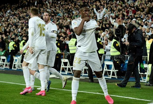 6 – Chegando perto da primeira colocação, o Real Madrid, que tem vários brasileiros, como Marcelo, Casemiro, Vinicius Júnior e Rodrygo, vale 855 milhões de euros (R$ 5,6 bilhões)