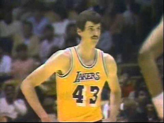 6- Chuck Nevitt (2,26 metros) - O pivô passou por Houston Rockets, Los Angeles Lakers, Detroit Pistons, Chicago Bulls e San Antonio Spurs. Foi campeão pelo Lakers em 1984-85 e encerrou a carreira aos 34 anos, com médias de 1.6 ponto, 1.5 rebote e 0.7 bloqueio entre 1982 e 1984