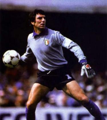 6º - Dino Zoff - 567 jogos - Clubes que defendeu na Itália: Udinese, Mantova, Napoli e Juventus