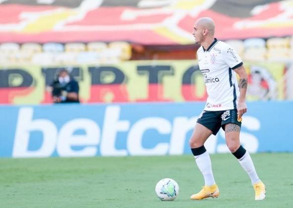 6º Fábio Santos – fechou o seu retorno ao Corinthians em outubro. Com as lesões de Danilo Avelar e Lucas Piton, foi exigido durante a temporada, tendo feito 20 jogos, todos como titular, sendo substituído apenas na derrota por 2 a 1 para o Bahia, em Salvador, pela 30ª rodada do Brasileirão, e marcando três gols.
