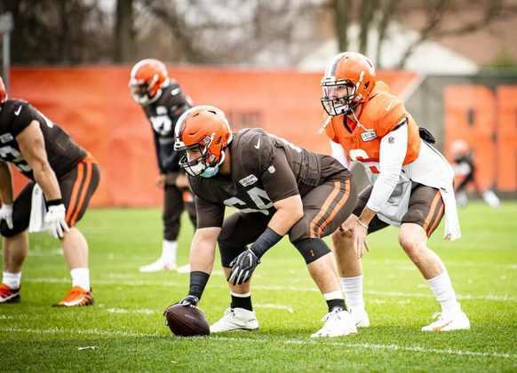6. J.C. Tretter (Cleveland Browns): Tretter é a peça central da melhor linha ofensiva da NFL, ainda que não tenha indicações para o Pro Bowl. Com uma nota de 77,1 no PFF na temporada passada, ele se mantém como um jogador sólido por mais um ano consecutivo, fazendo valer cada centavo que os Browns pagaram em sua extensão em 2019.