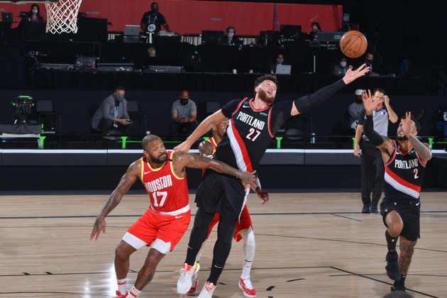 6- Jusuf Nurkic (Portland Trail Blazers): 18 pontos, 19 rebotes, três bloqueios. O pivô do Blazers assumiu a titularidade em cima de Hassan Whiteside desde a sua recuperação e segue mostrado os motivos pela mudança de Terry Stotts no quinteto inicial. Nurkic dominou o garrafão diante do Houston Rockets, o que não chega a ser uma surpresa