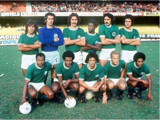 6 – O português Arouca vem na sexta colocação. O zagueiro atuou na equipe entre 1974 e 1977, com 73 triunfos na conta. Na foto, ele está entre Leão e Pires.