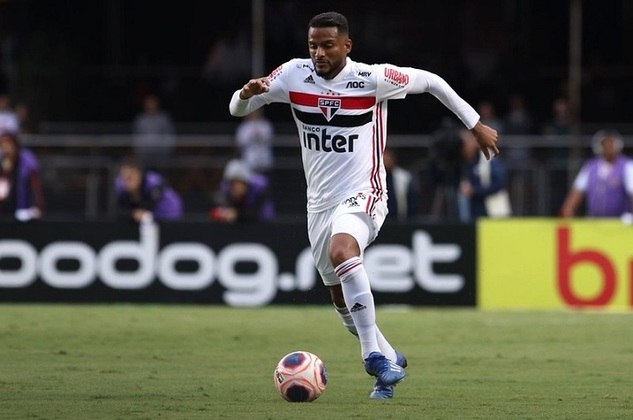 6) Reinaldo - São Paulo - 17 assistências para finalização (8 jogos)